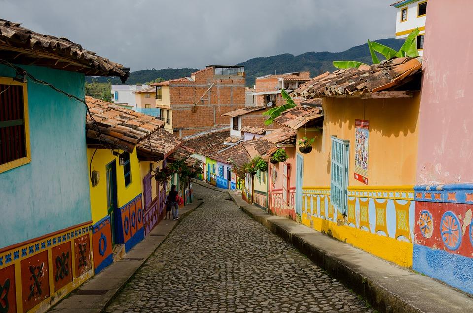 calle del recuerdo Guatapé Medellín Colombia