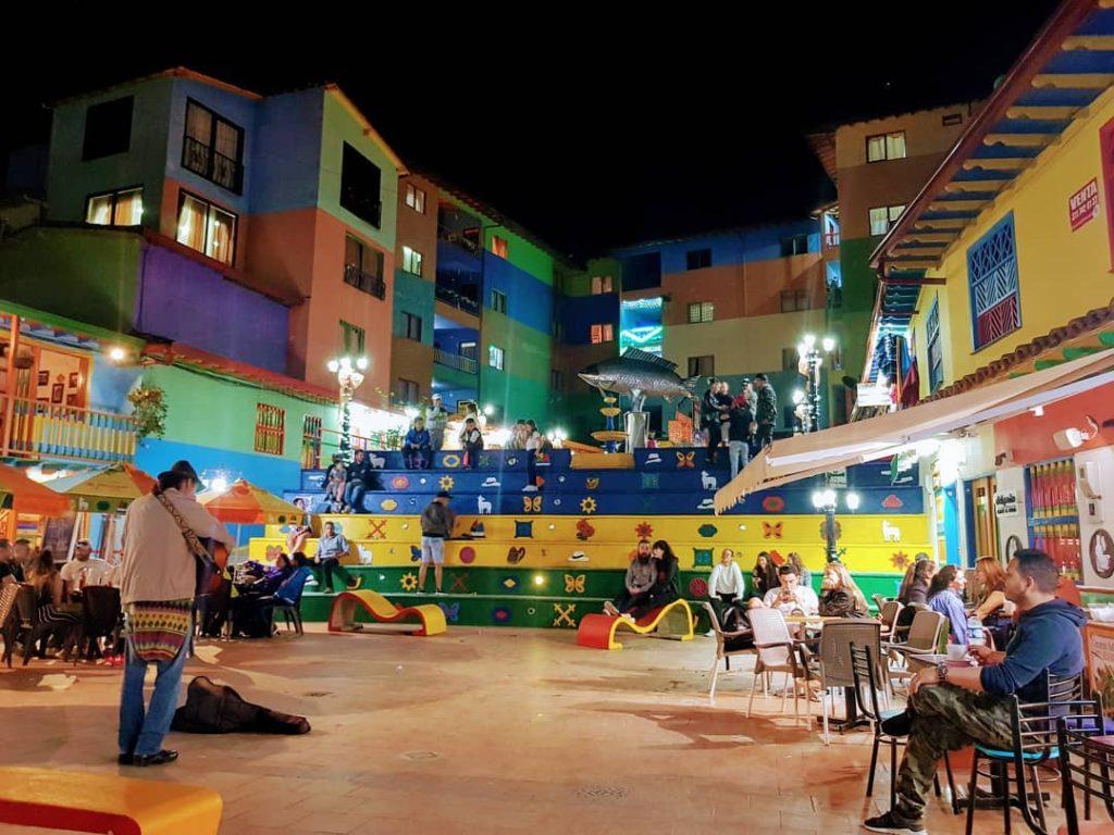 noche en guatapé