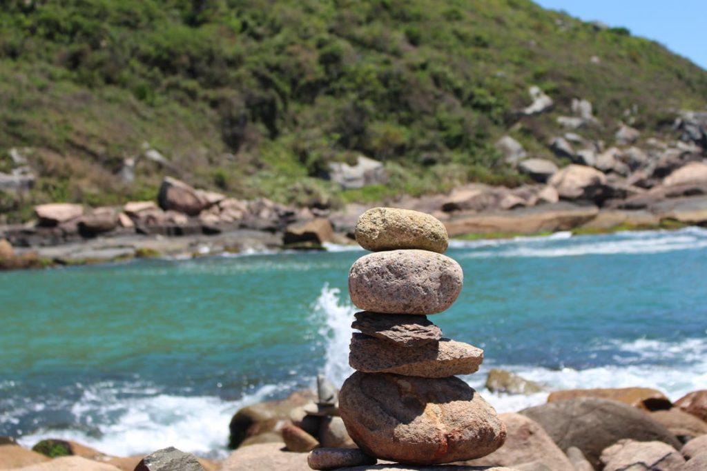 Cuál es el origen de los montículos de piedra